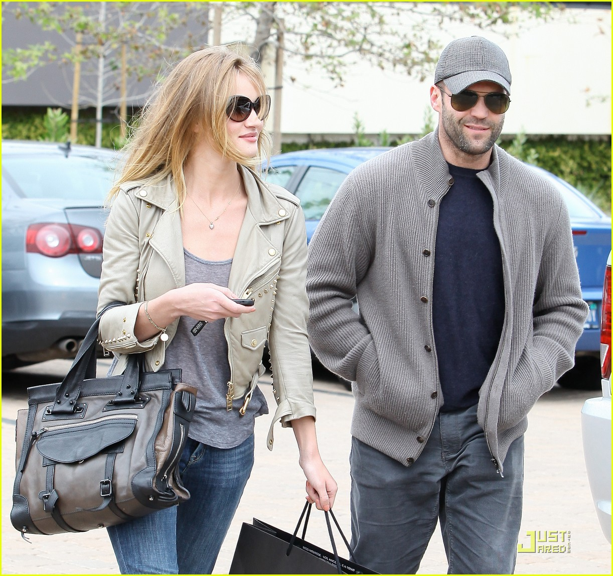 rosie huntington whiteley shopping day with jason statham 08