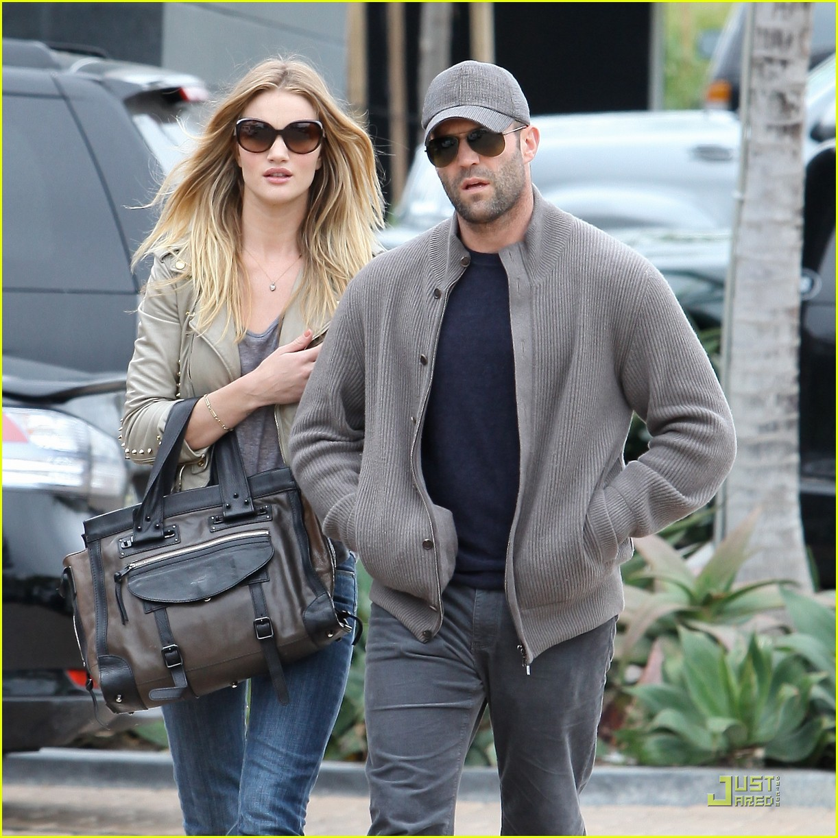 rosie huntington whiteley shopping day with jason statham 132528879