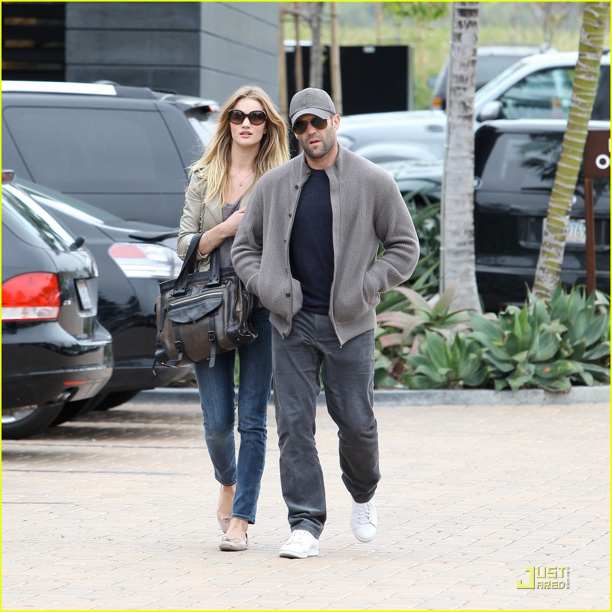 rosie huntington whiteley shopping day with jason statham 142528880