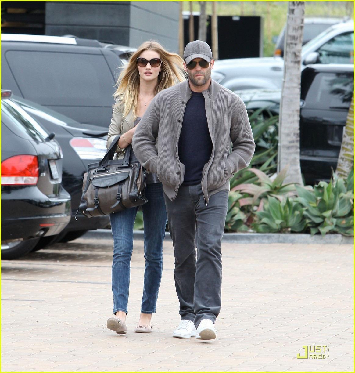 rosie huntington whiteley shopping day with jason statham 15