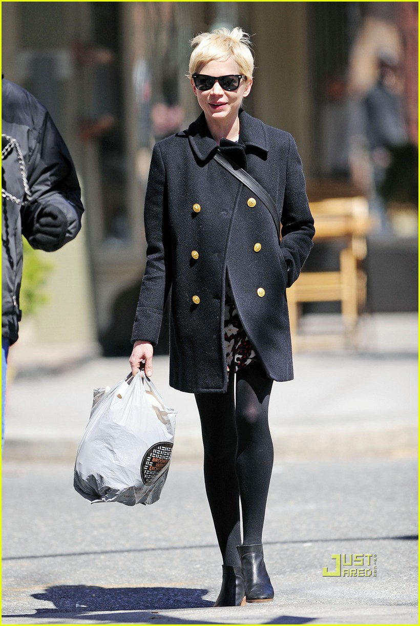michelle williams peacoat shopping 04