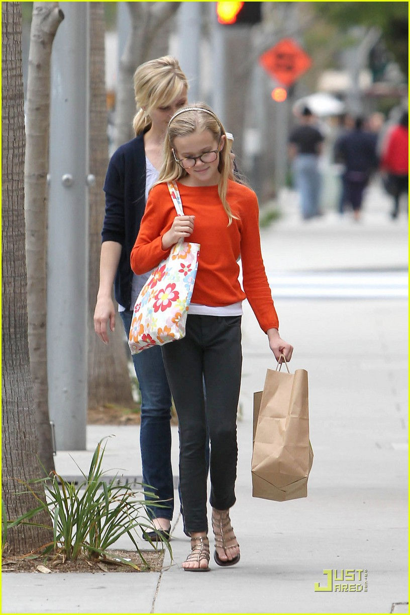reese witherspoon church lunch ava 06