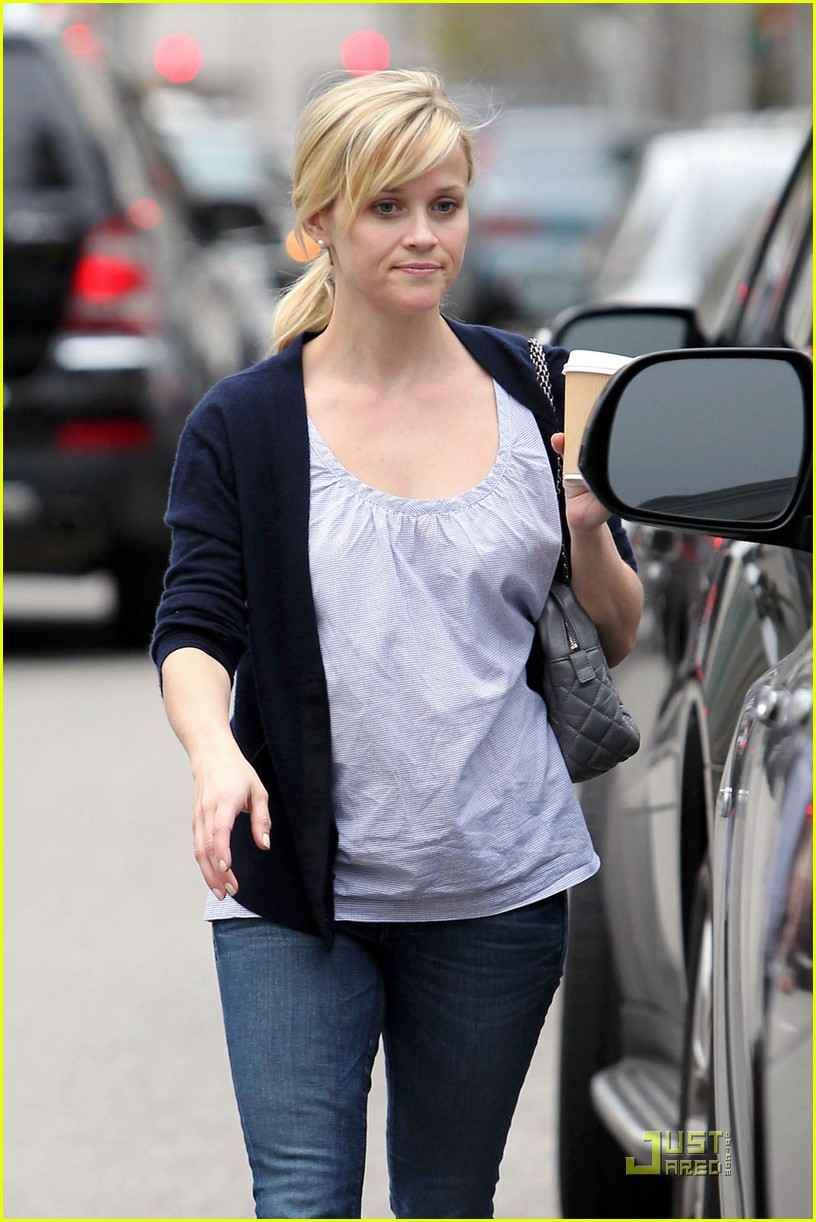reese witherspoon church lunch ava 08