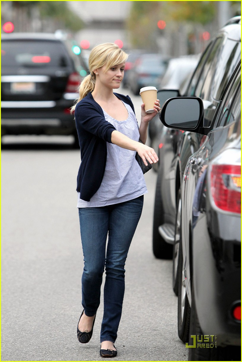 reese witherspoon church lunch ava 092525618