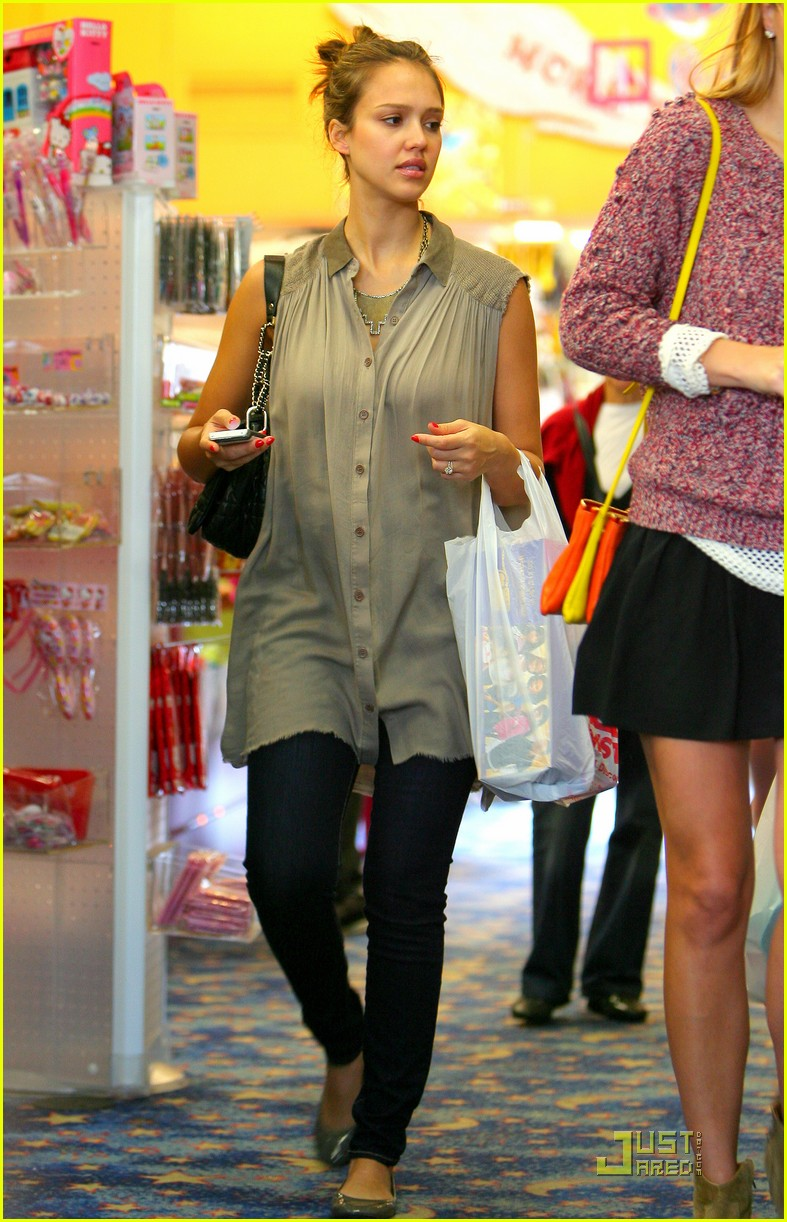 jessica alba shopping day with honor 052537783