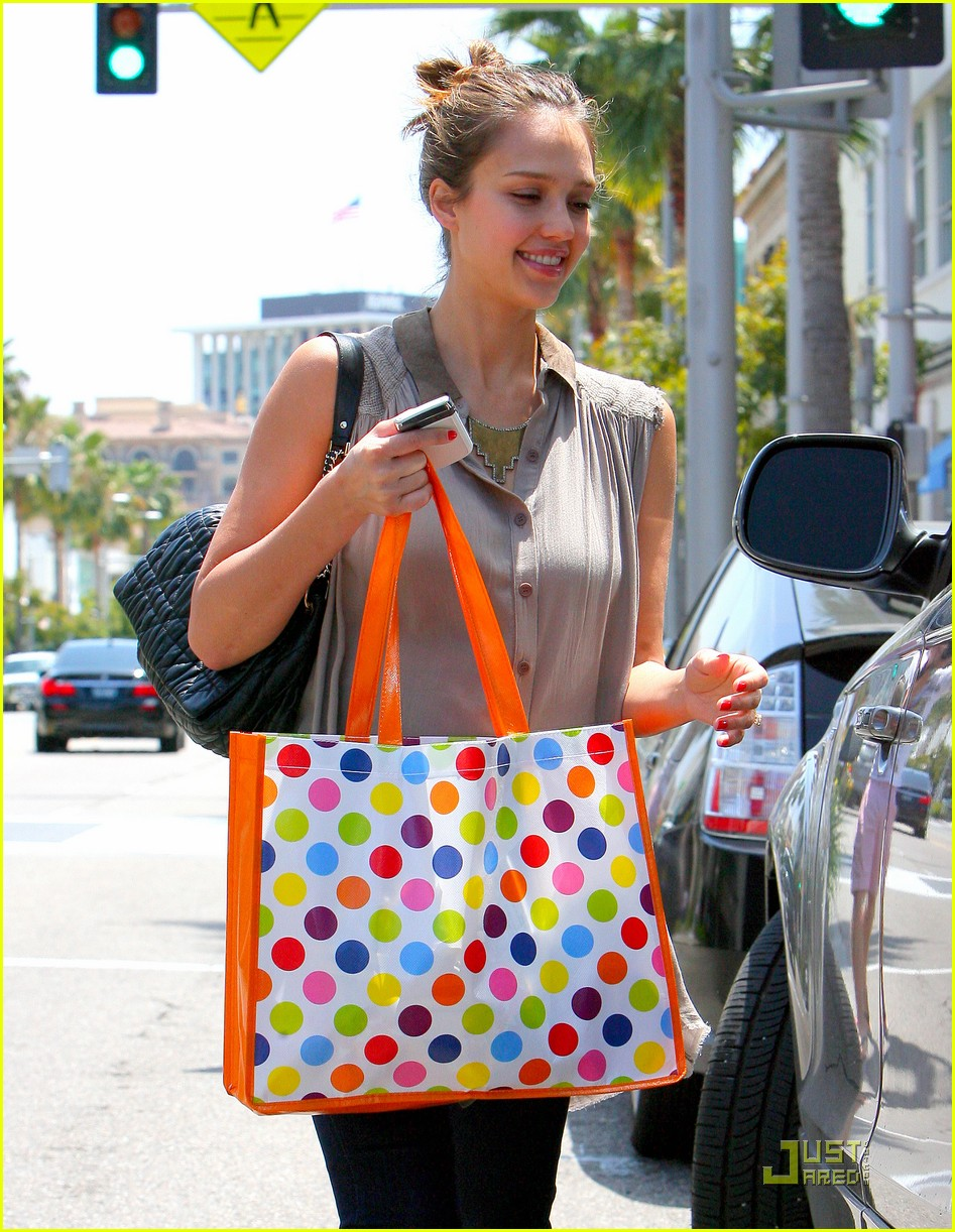 jessica alba shopping day with honor 092537787