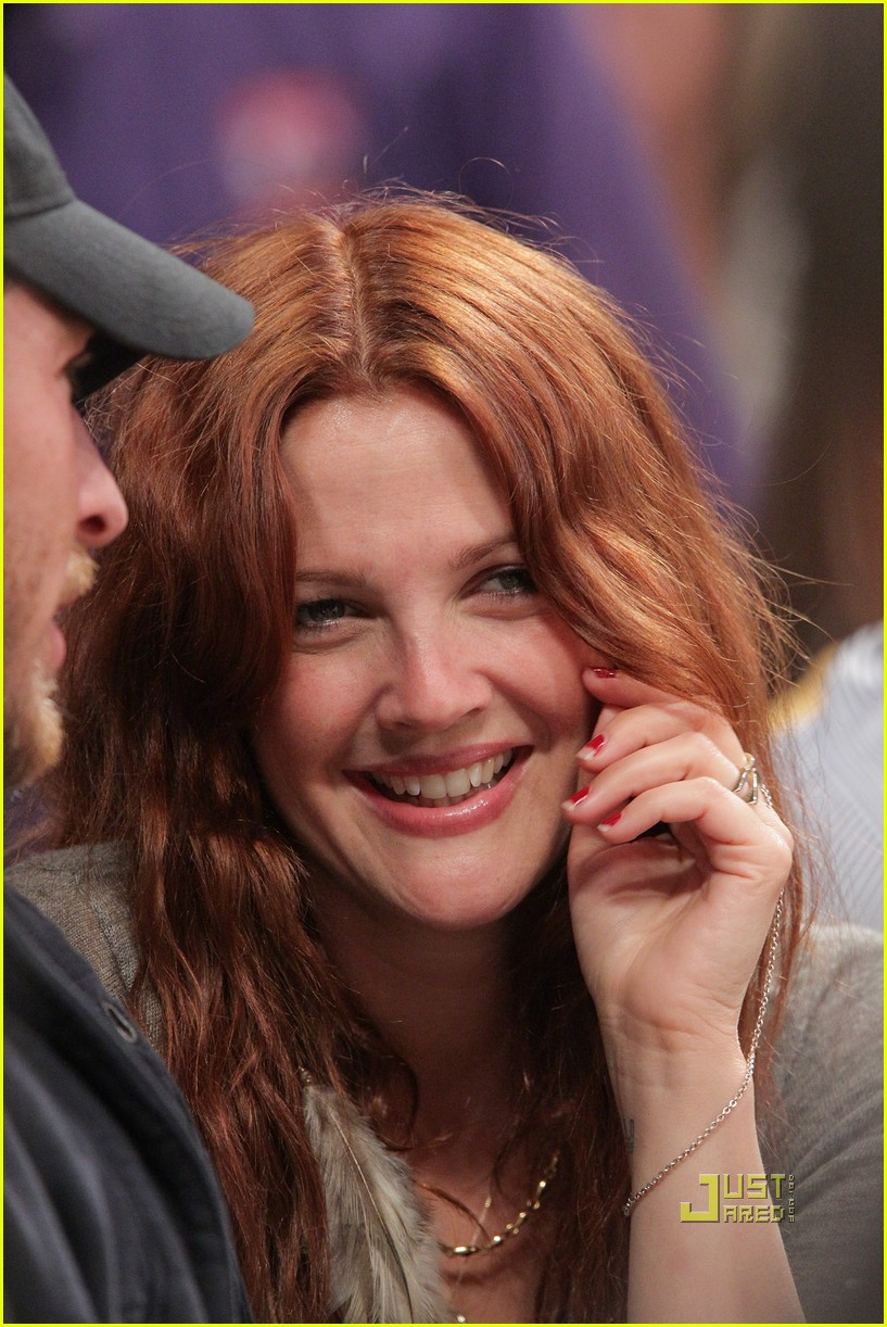 drew barrymore will kopelman lakers game courtside kiss 012537121