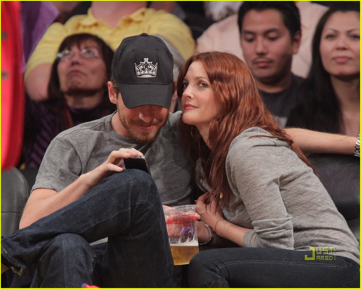drew barrymore will kopelman lakers game courtside kiss 022537122