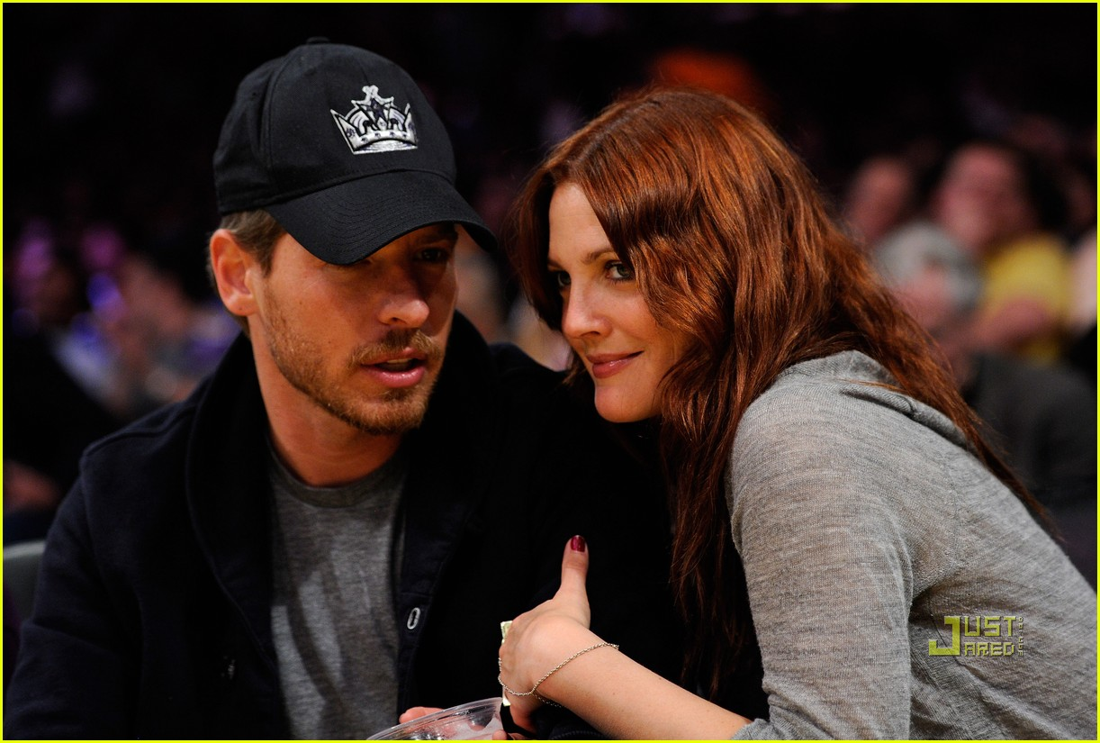 drew barrymore will kopelman lakers game courtside kiss 032537123