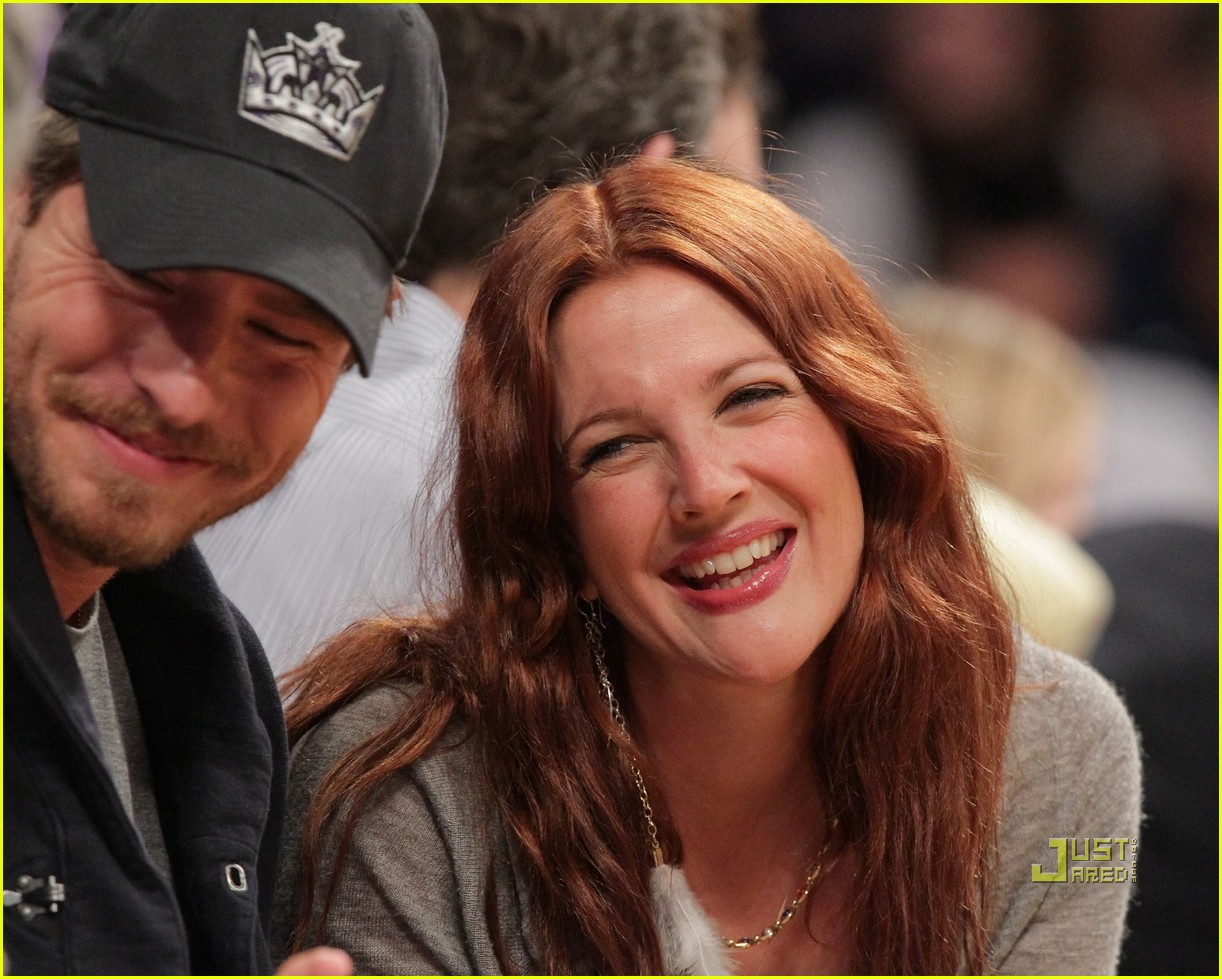 drew barrymore will kopelman lakers game courtside kiss 052537125