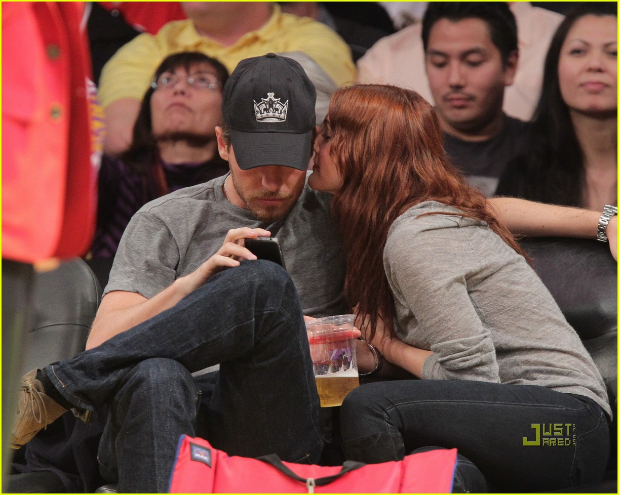 drew barrymore will kopelman lakers game courtside kiss 082537128