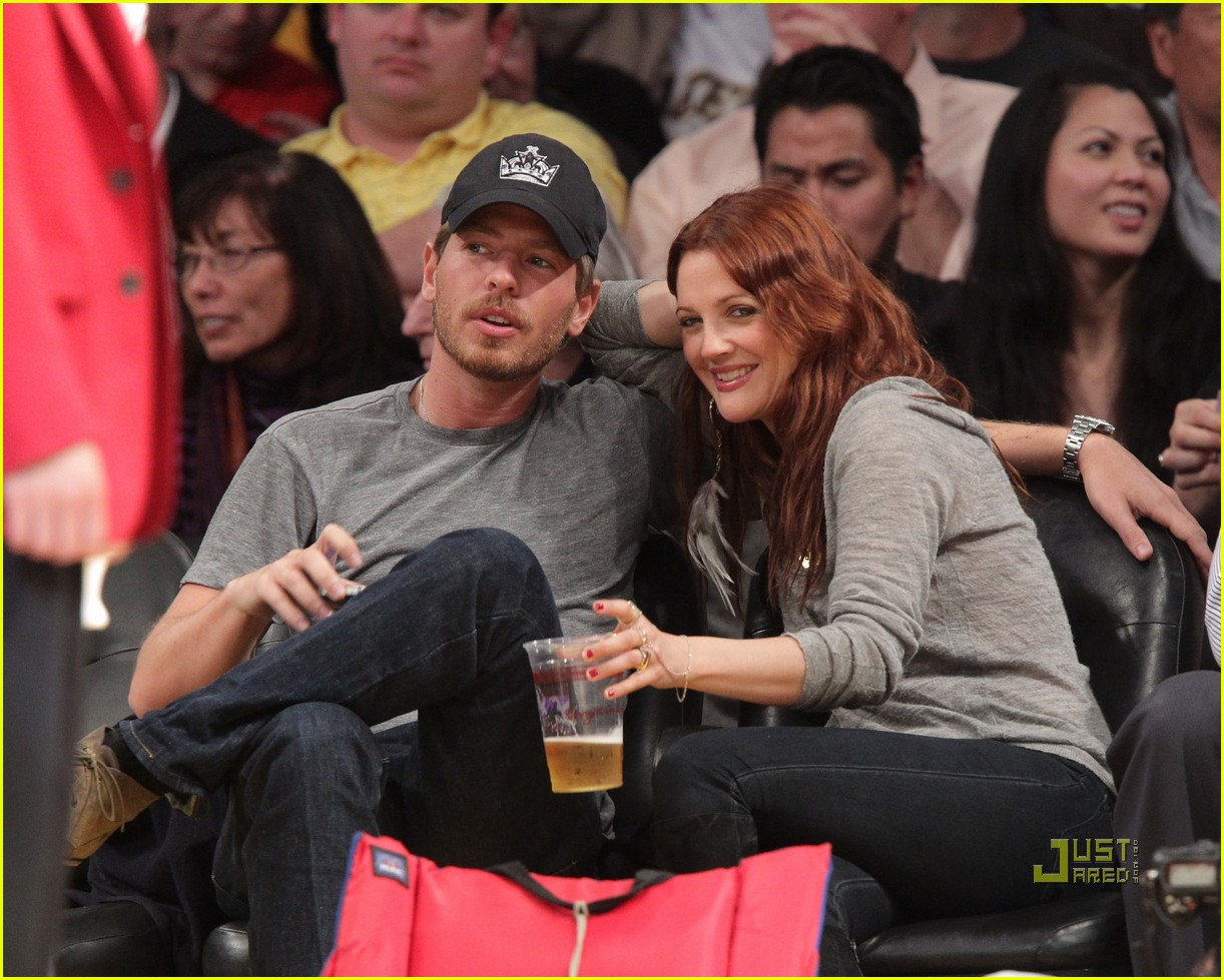 drew barrymore will kopelman lakers game courtside kiss 092537129
