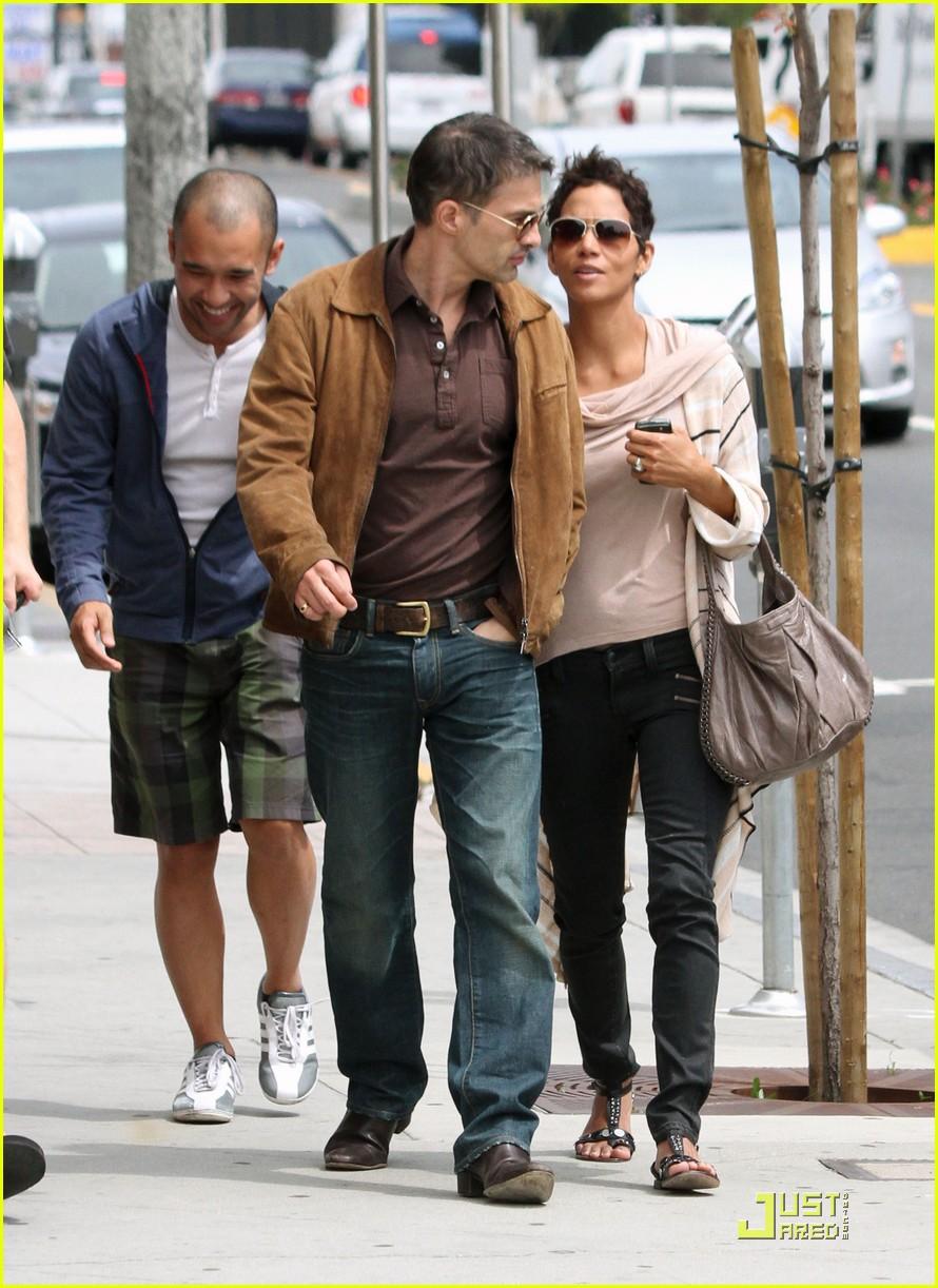 halle berry sunset plaza stroll with oliver martinez 072533807
