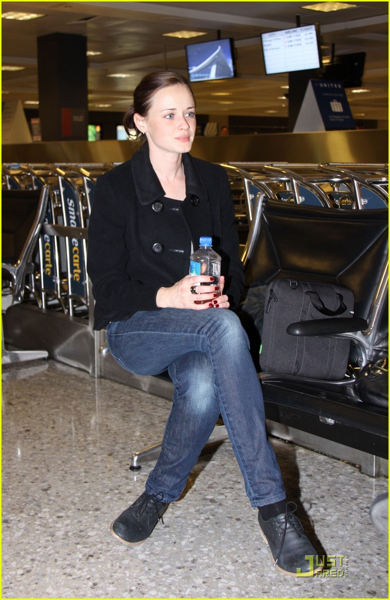 alexis bledel washington dc arrival 062534309