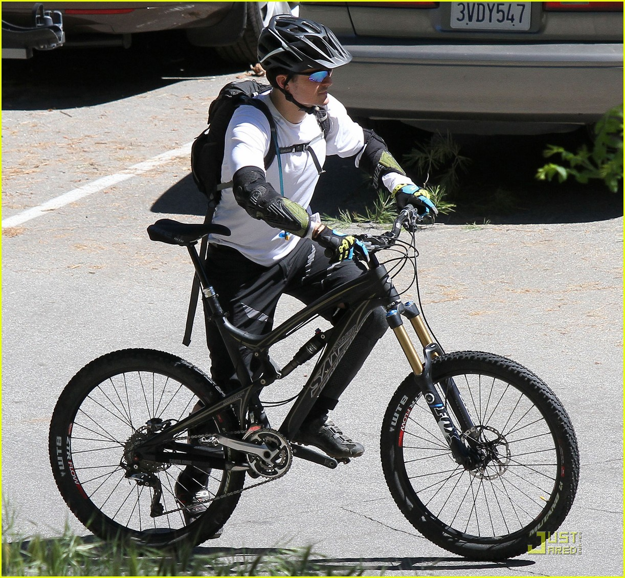 orlando bloom biking pasadena 022532243