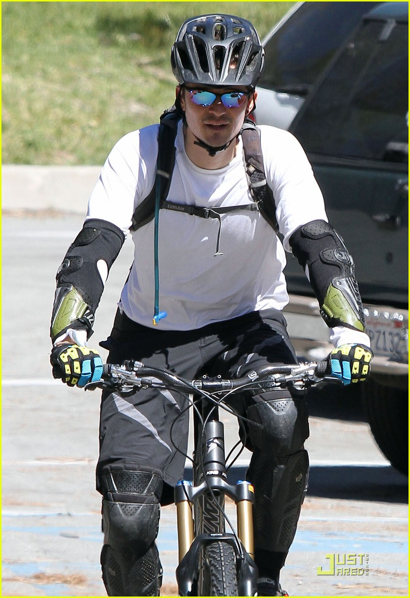 orlando bloom biking pasadena 032532244