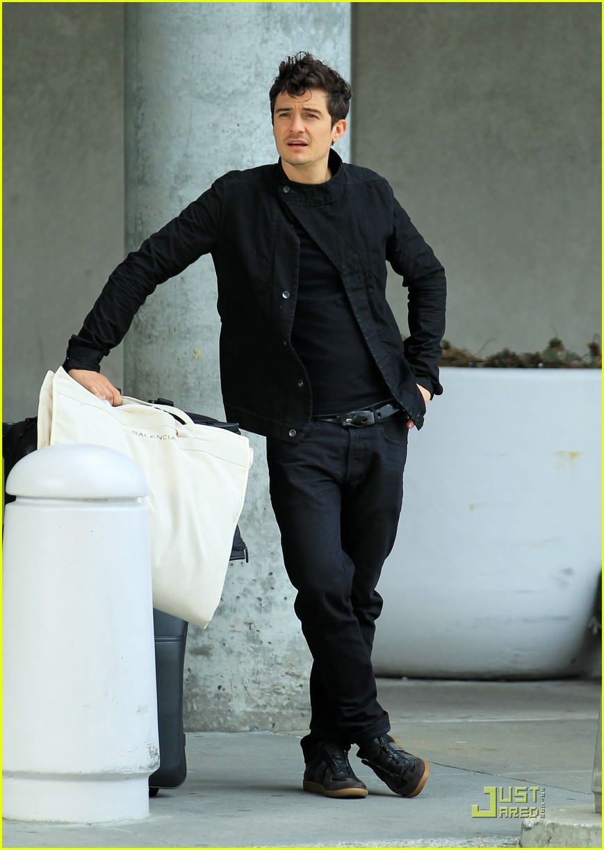 orlando bloom waiting car 032539359