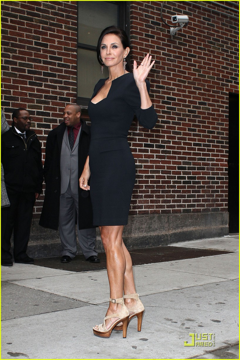 courteney cox busy in nyc 01