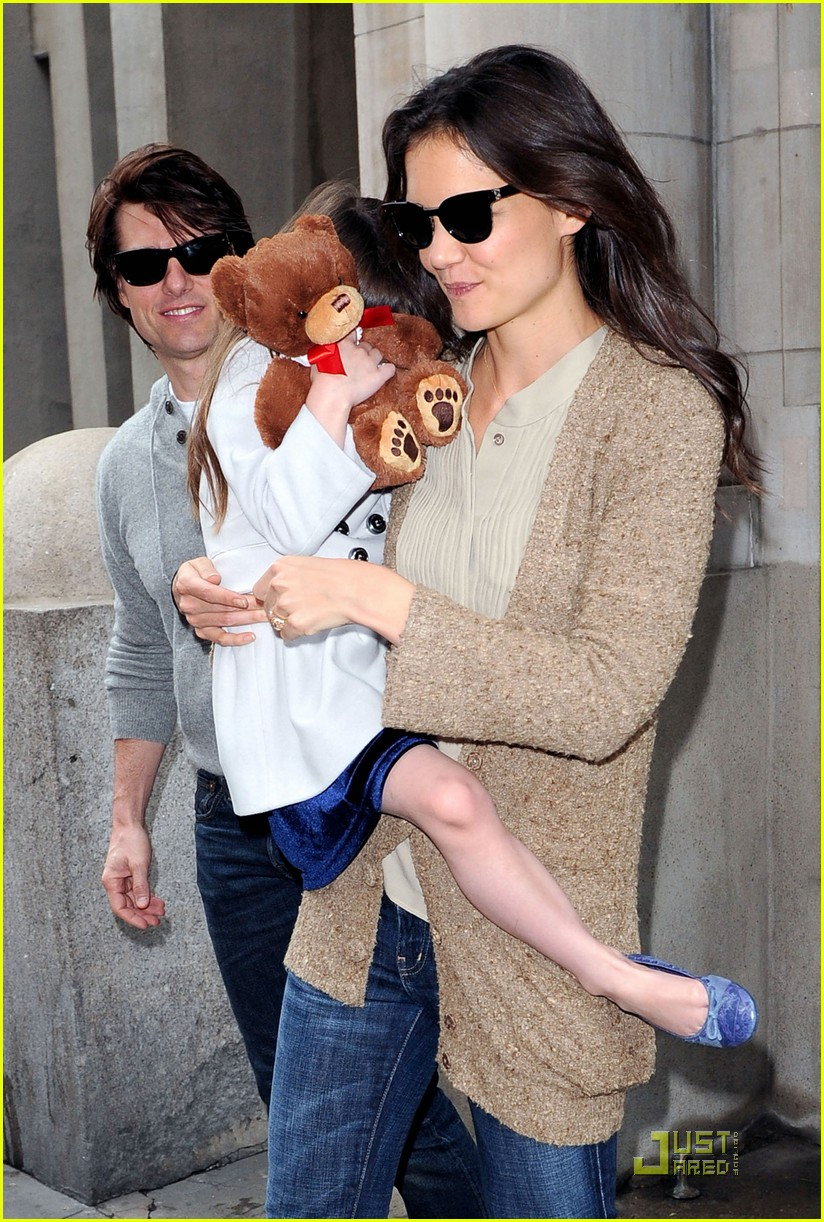 tom cruise katie holmes day out with suri 01