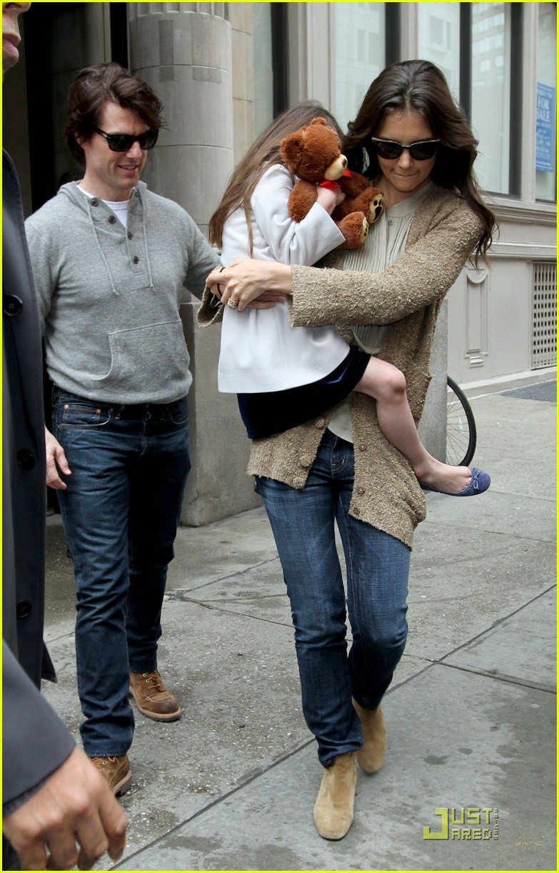 tom cruise katie holmes day out with suri 02
