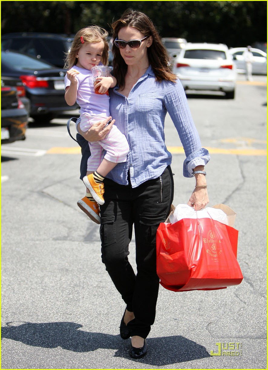 jennifer garner brentwood fun with seraphina 06