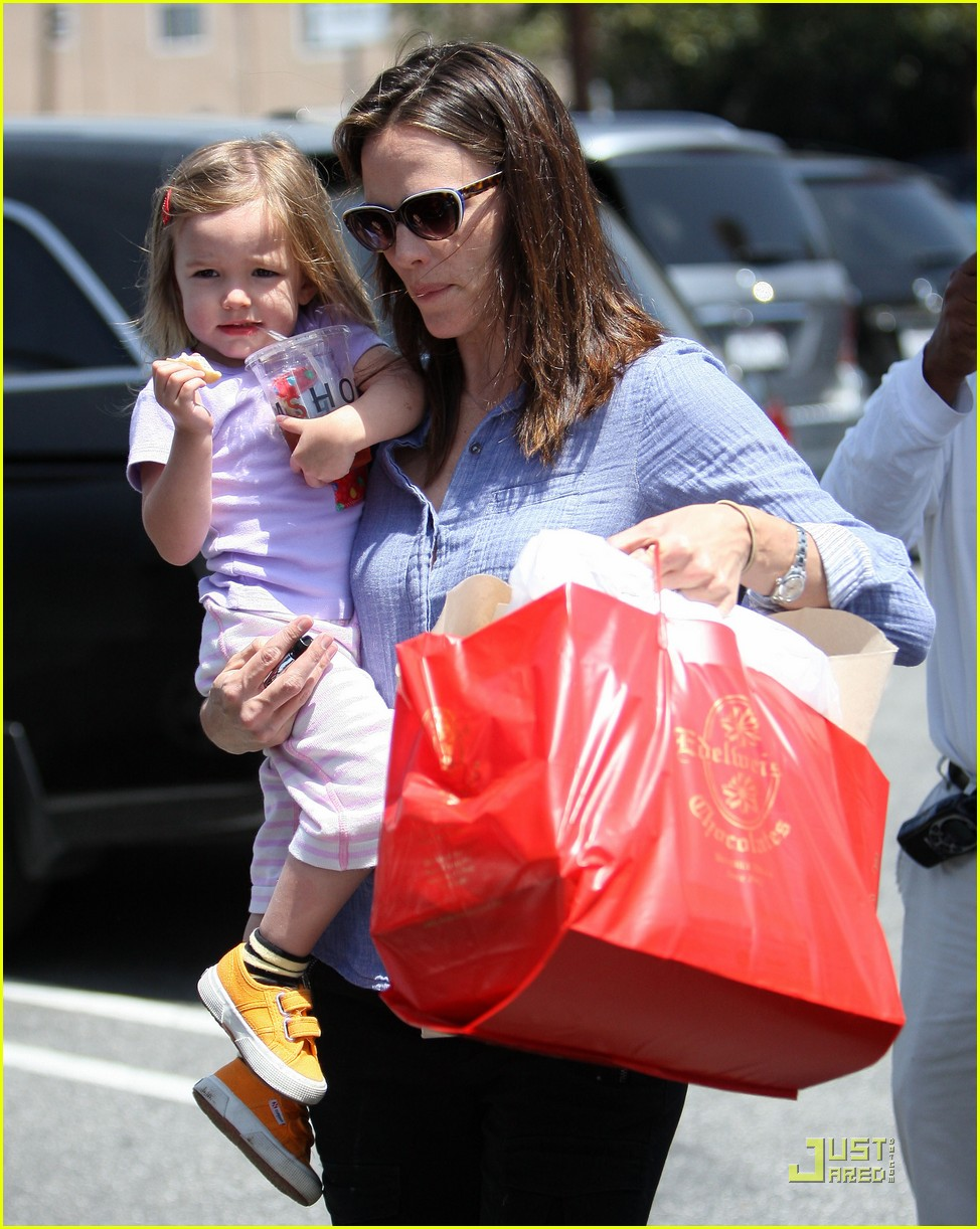 jennifer garner brentwood fun with seraphina 07