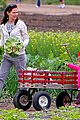jennifer garner vegetable picking with violet and seraphina 10