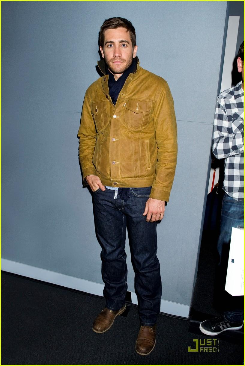 Jake Making Out: Jake Gyllenhaal: 'Source Code' Comes To Apple Soho: Photo