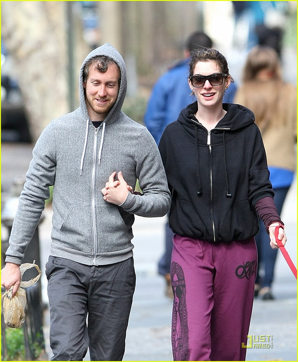anne hathaway adam shulman dog walking couple 052536155