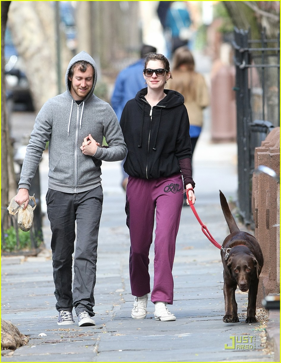 anne hathaway adam shulman dog walking couple 08