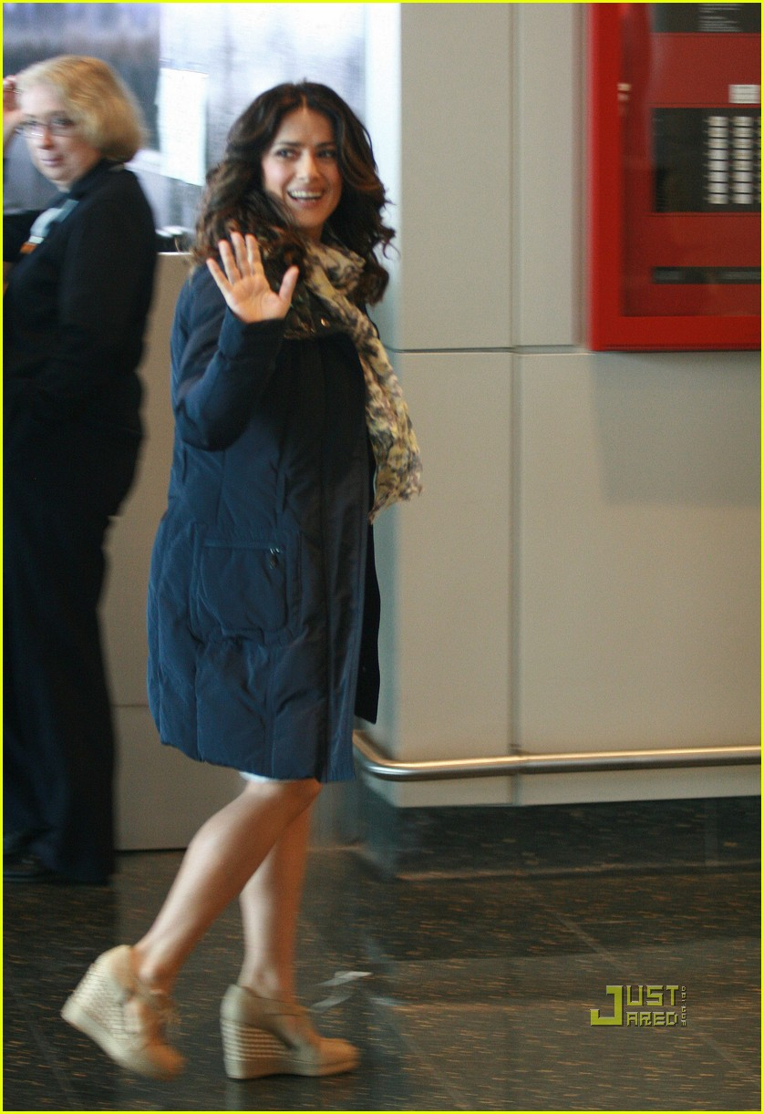 salma hayek boston logan airport 04