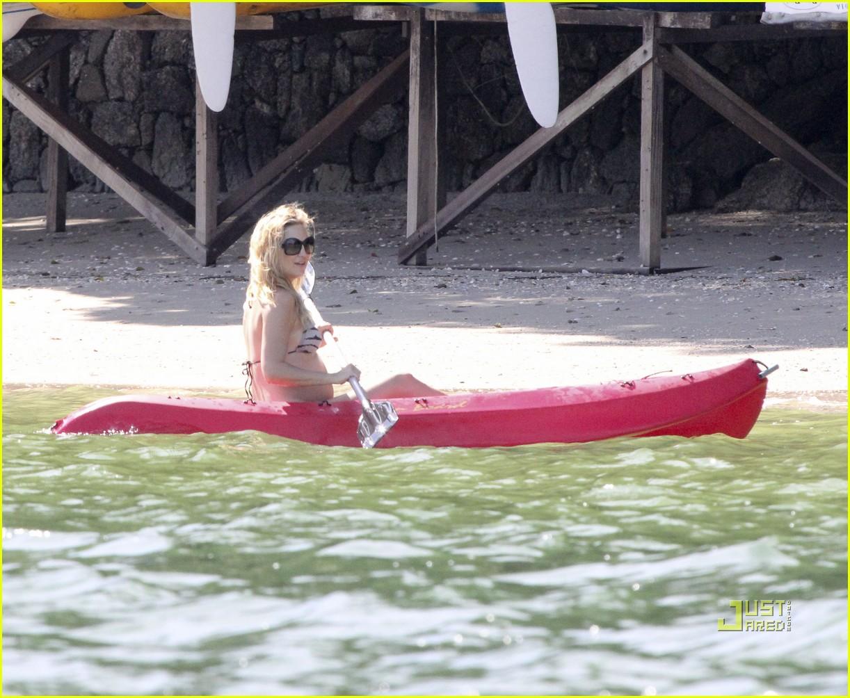 kate hudson pregnant bikini kayak 112535207