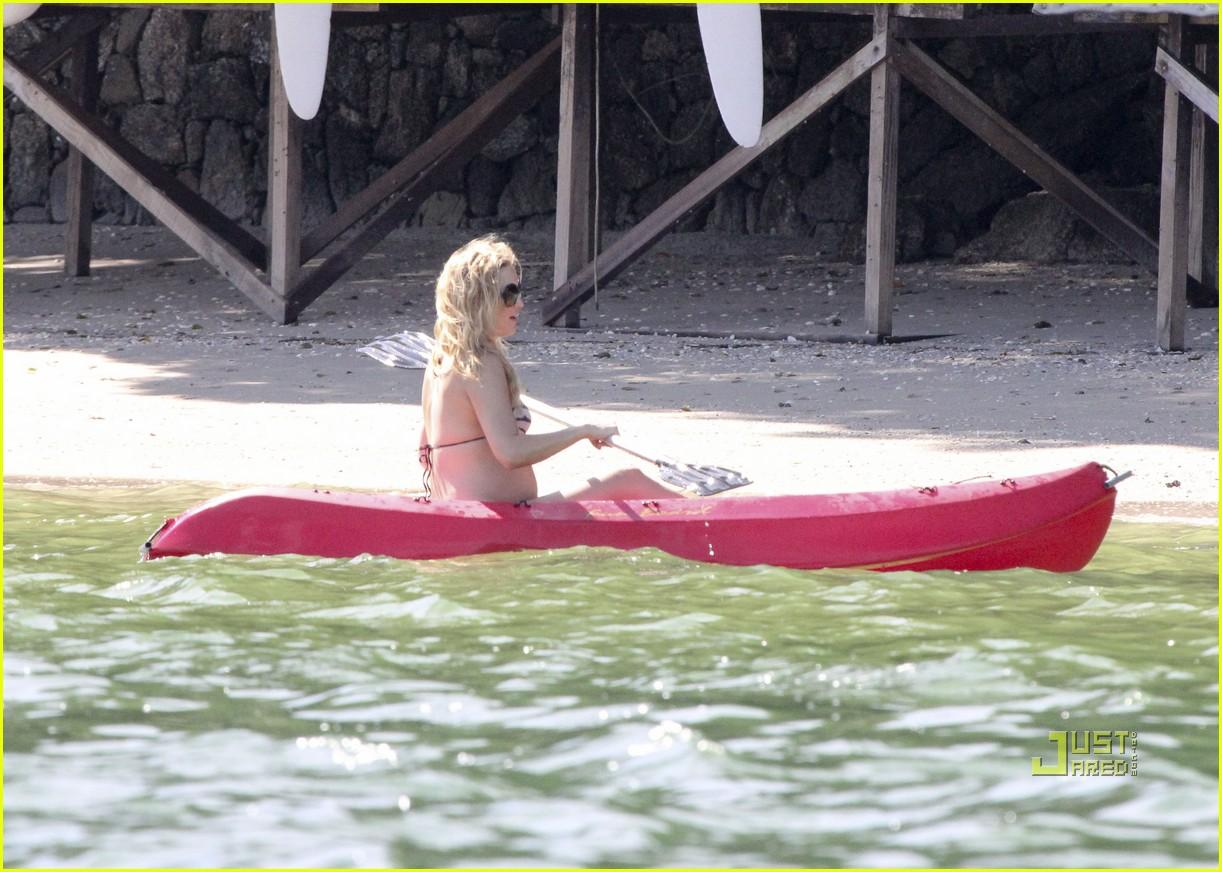 kate hudson pregnant bikini kayak 142535210