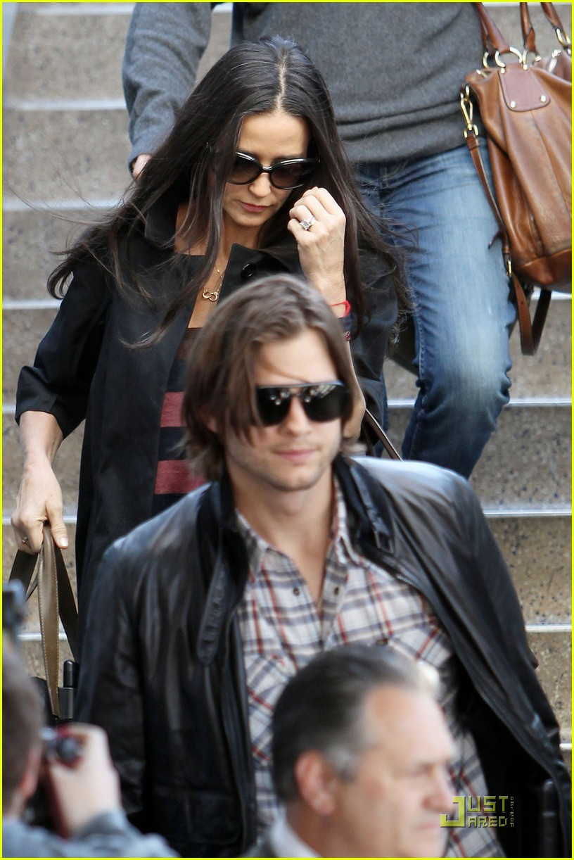 ashton kutcher demi moore post its 042535893