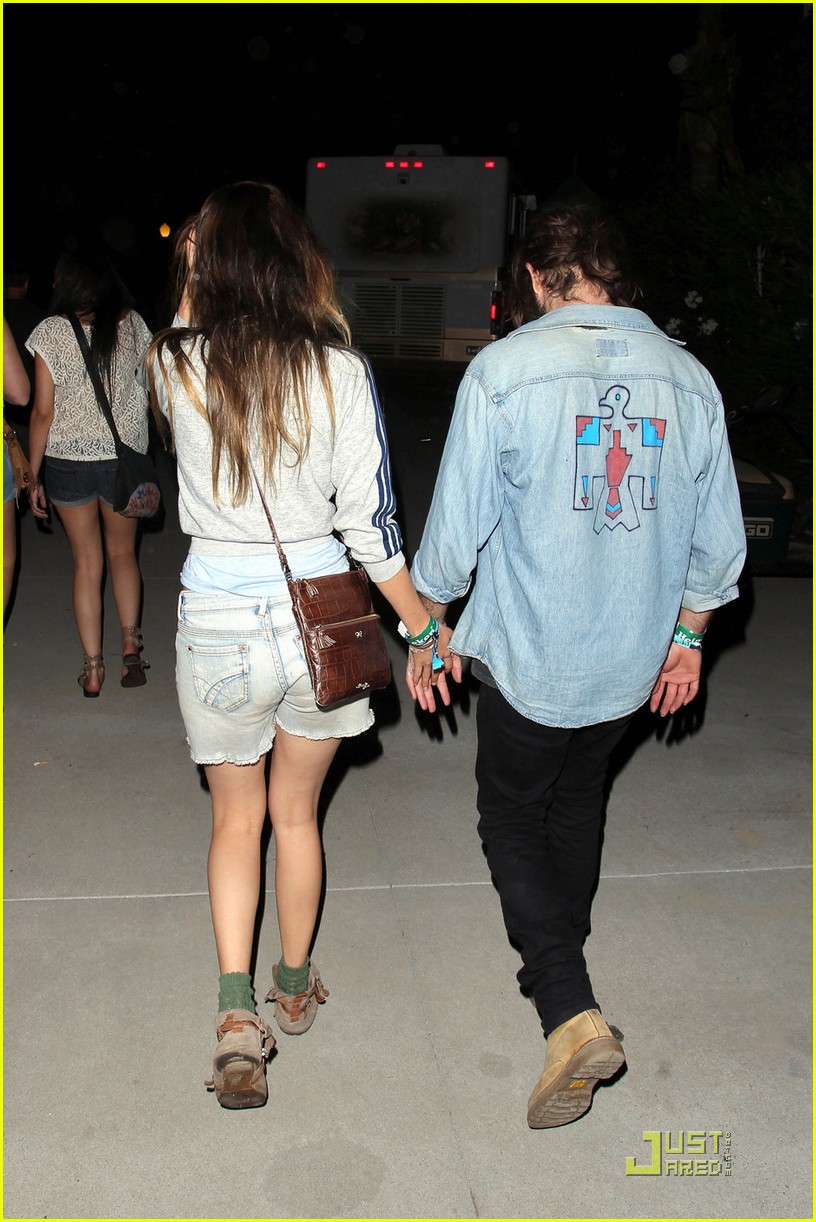 isabel lucas coachella with angus stone 032535877