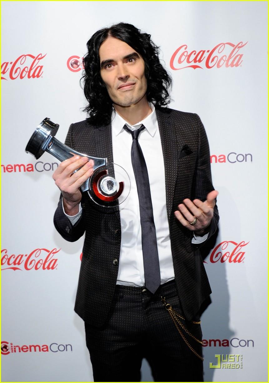 helen mirren russell brand cinemacon awards 2011 102532032
