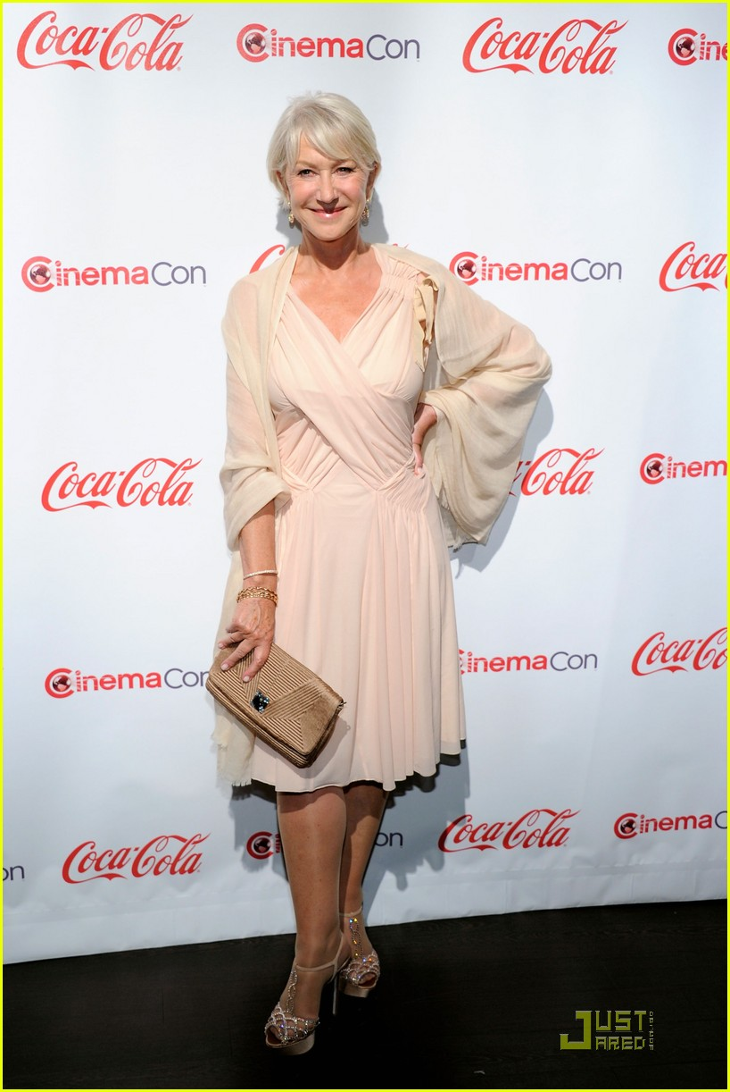 helen mirren russell brand cinemacon awards 2011 152532037
