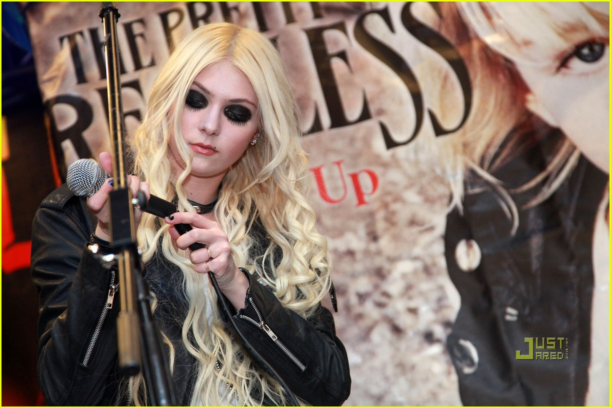 taylor momsen best buy 11