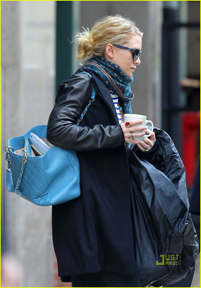 ashley olsen coffee cup nyc 032535750