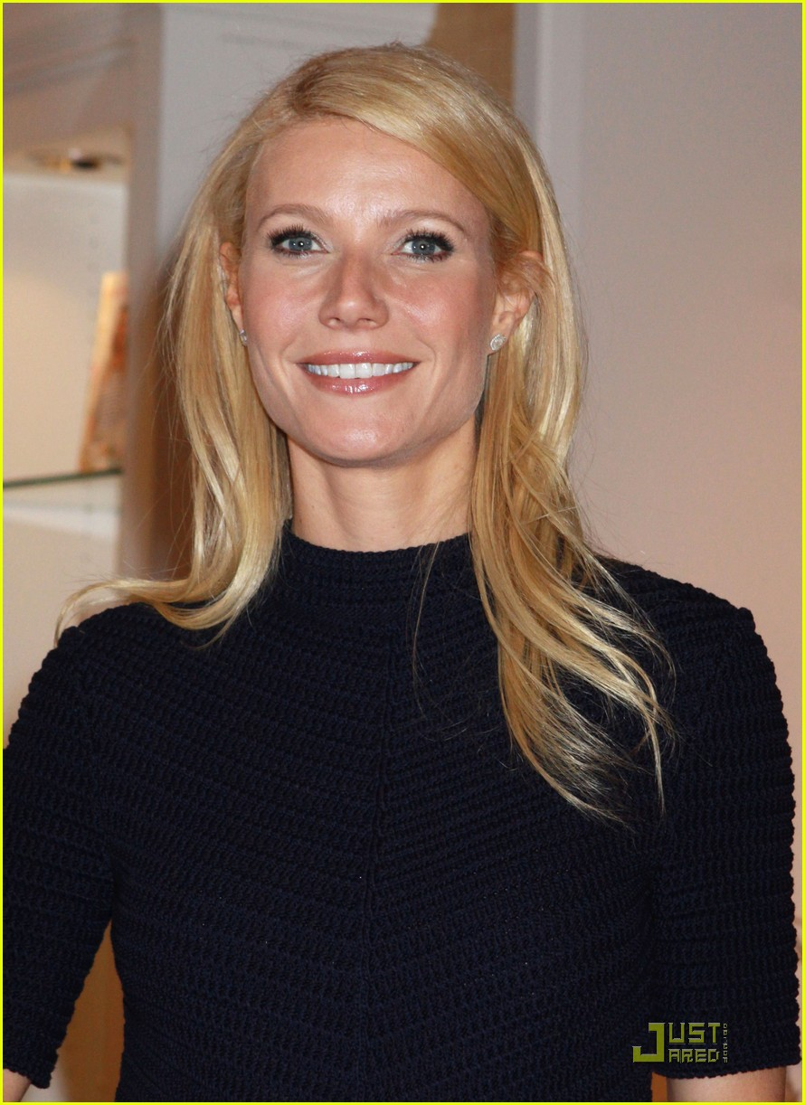 gwyneth paltrow williams sonoma signing 032535708