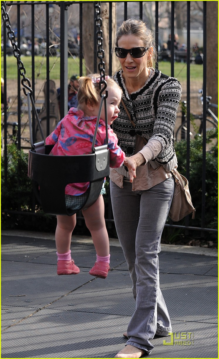 sarah jessica parker playground with marion and tabitha 192534406