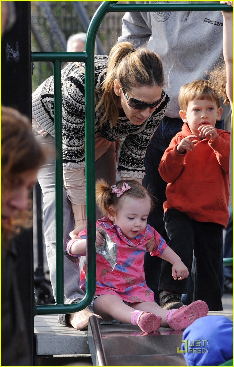 sarah jessica parker playground with marion and tabitha 20