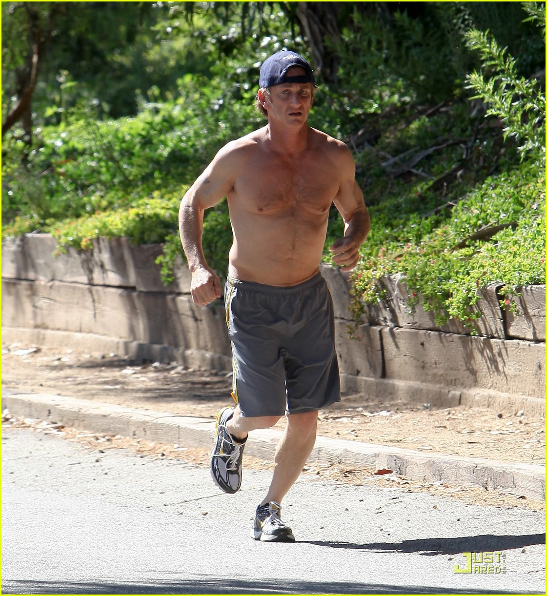 sean penn shirtless jogging 19