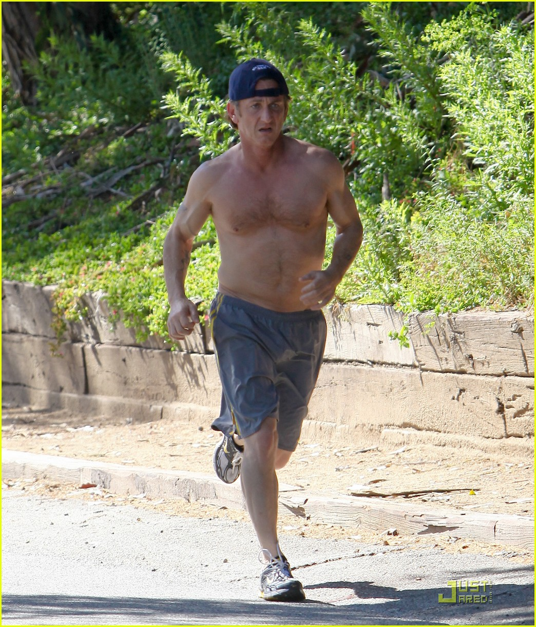 sean penn shirtless jogging 21
