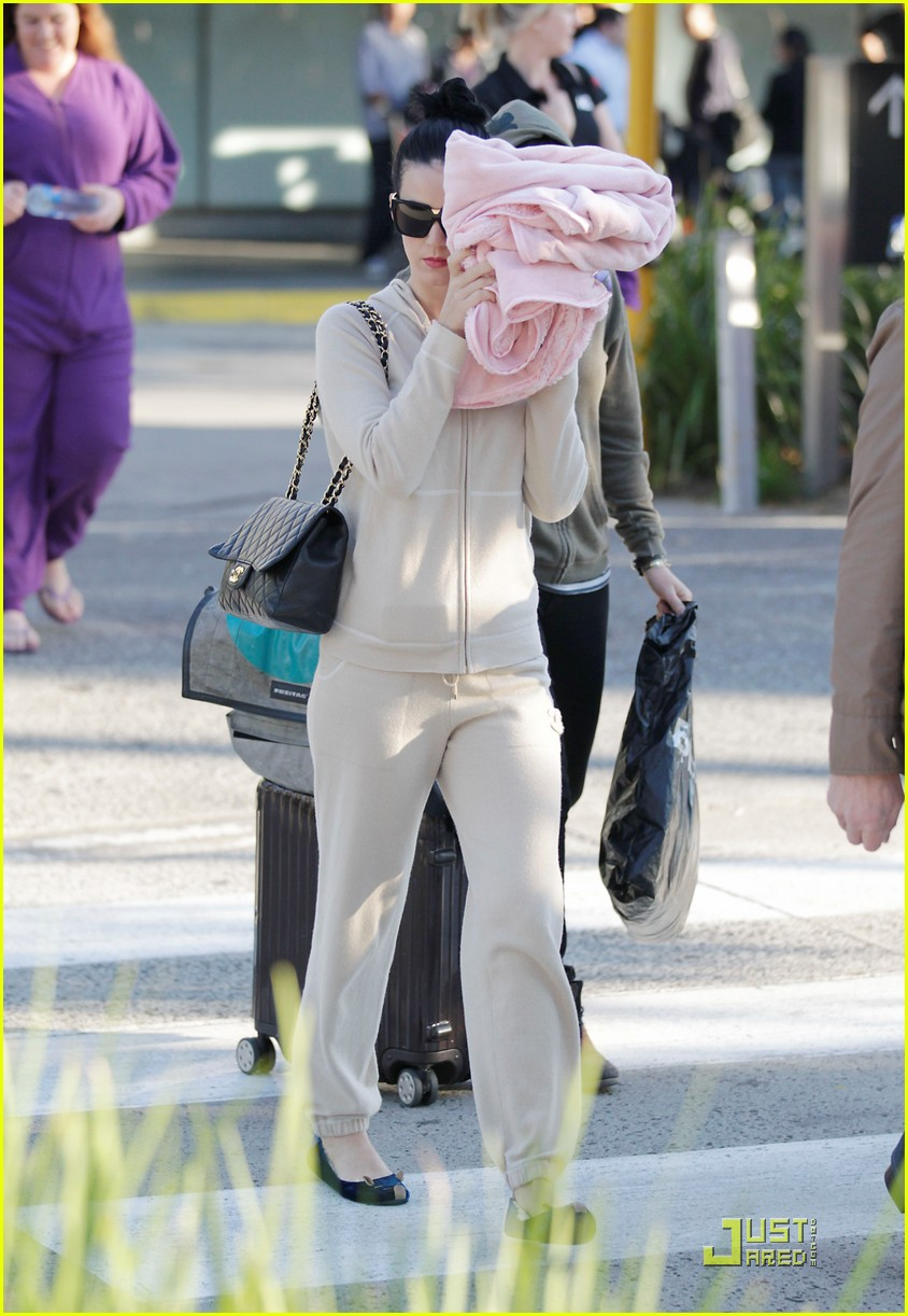 katy perry makes it to melbourne 012538881