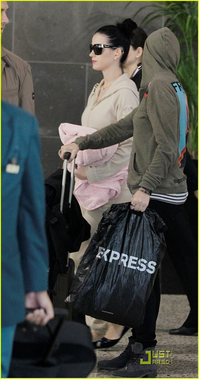 katy perry makes it to melbourne 052538885