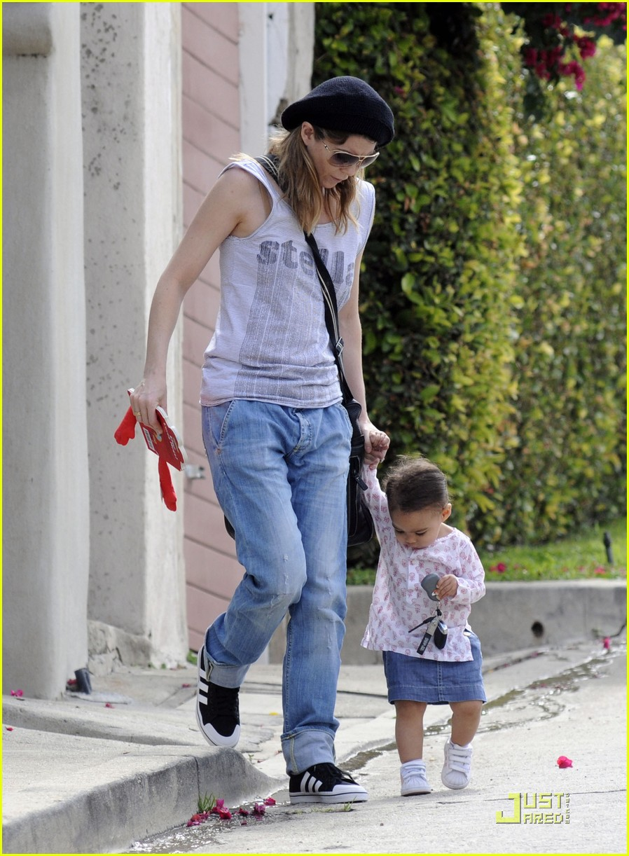 ellen pompeo day out with stella chris ivery 012532467