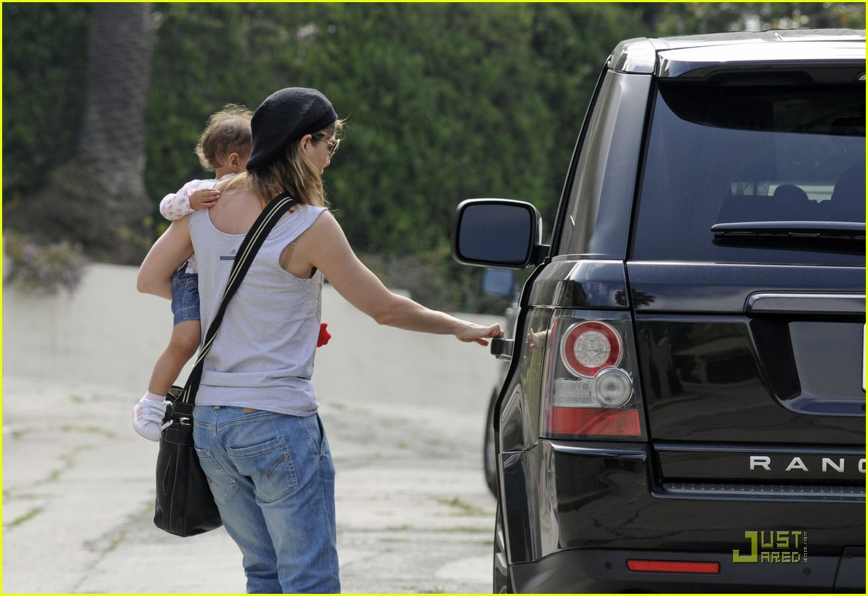 ellen pompeo day out with stella chris ivery 052532471