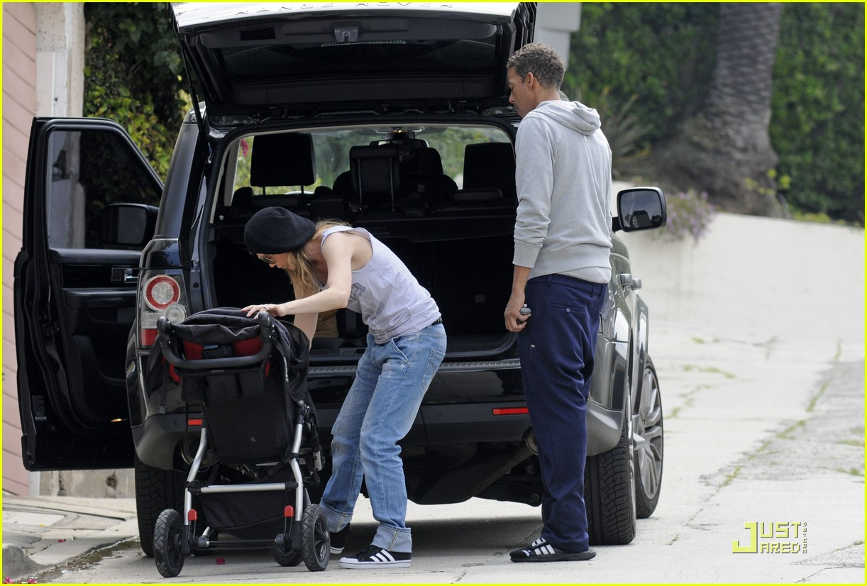 ellen pompeo day out with stella chris ivery 082532474