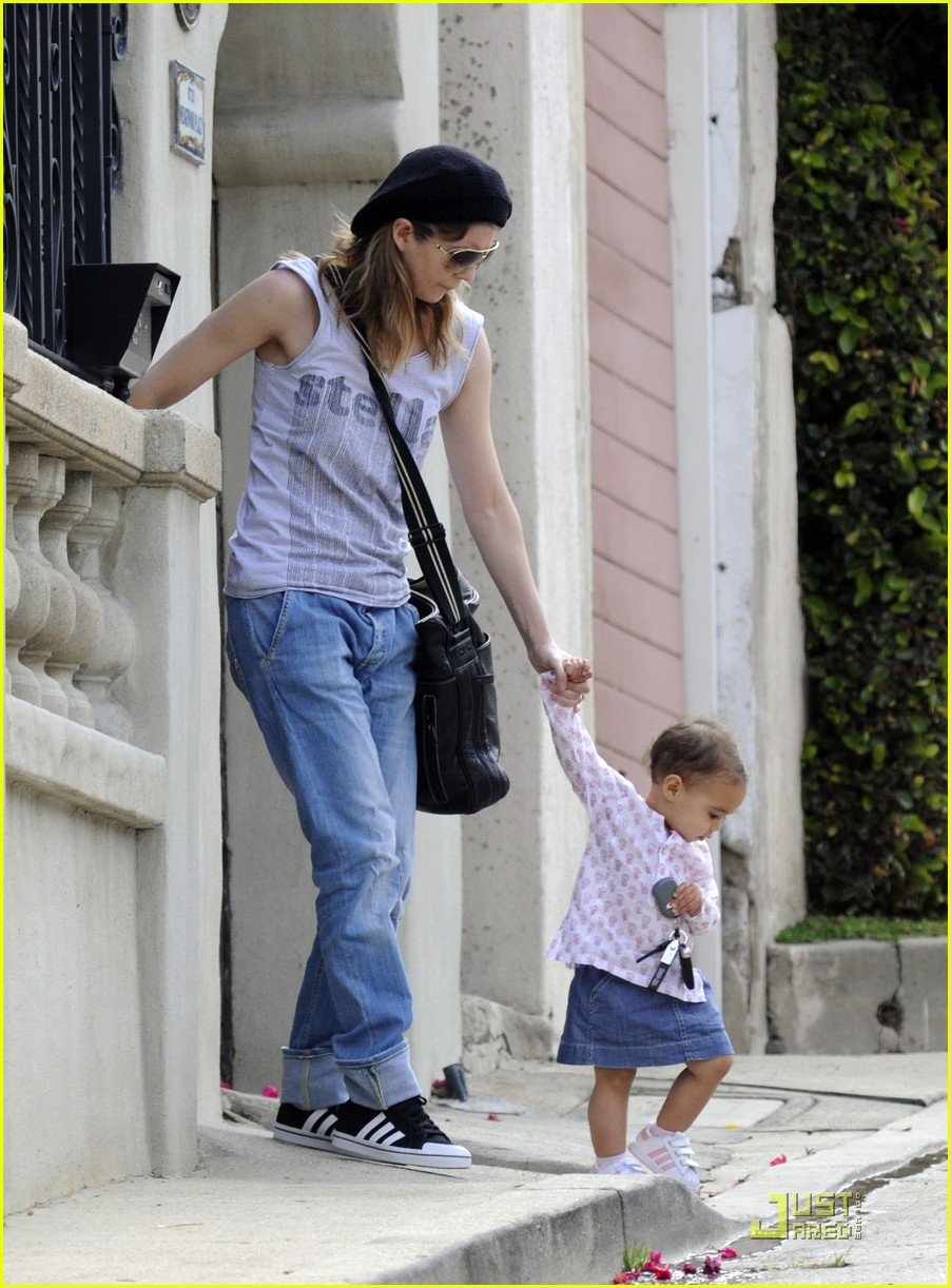 ellen pompeo day out with stella chris ivery 102532476